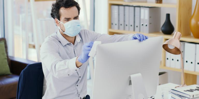 Limpieza y desinfeccion tiempo de COVID Ante la actual situación de emergencia sanitariaoriginada por el virus SARS-CoV2 (COVID-19), nosenfrentamos a diferentes implicaciones o interpretaciones que sedan por la implementación de la Nueva Normalidad.